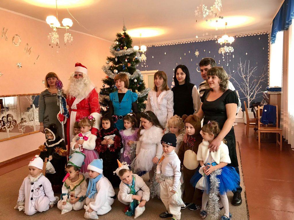 Вихованців Відрадненського дитсадка привітав Дід Мороз